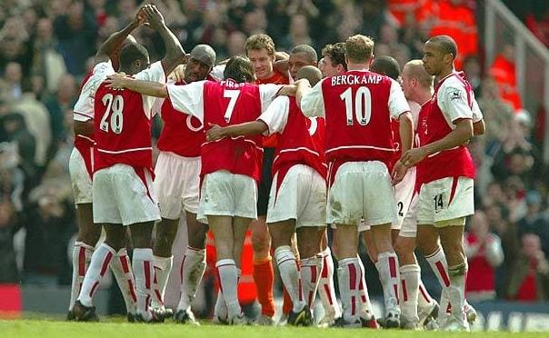2003-04 sezonunu namağlup şampiyon bitiren Arsenal kadrosu