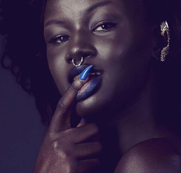 Karşısınızda en koyu tenli model Khoudia Diop