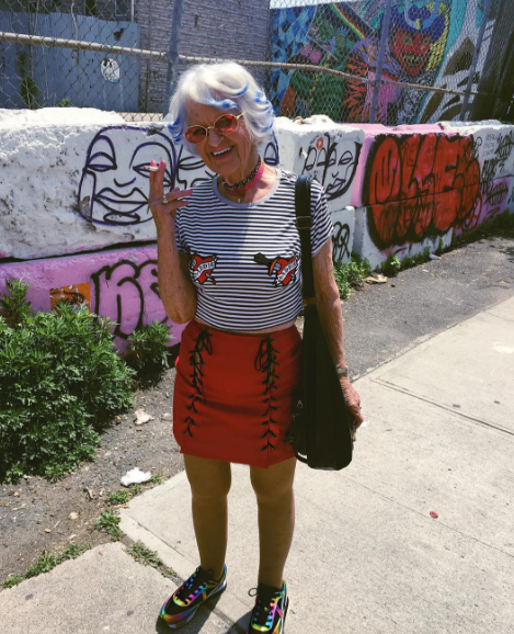 Instagram'ın babaannesinin 2.2 milyon takipçisi var