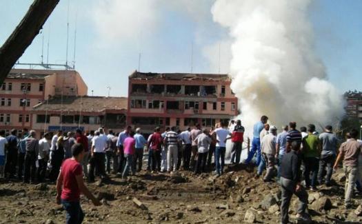 Elazığ İl Emniyet Müdürlüğü'ne bombalı saldırı, ölü ve yaralılar var