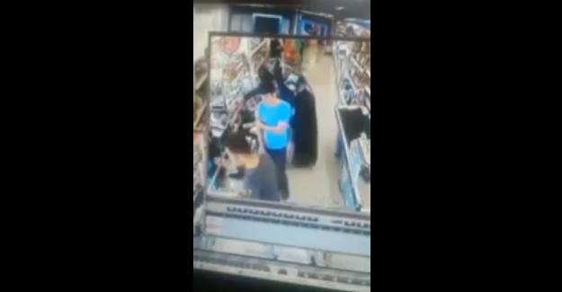 A101 Marketindeki iğrenç taciz anı güvenlik kameralarına yansıdı