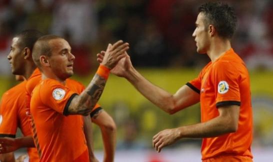 Derbi öncesi Van Persie ve Sneijder birbirine girdi