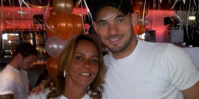 """Sneijder'in annesi Reina saldırısı sonrasında, """"Türkiye'den ayrılması için dua ediyorum"""""""