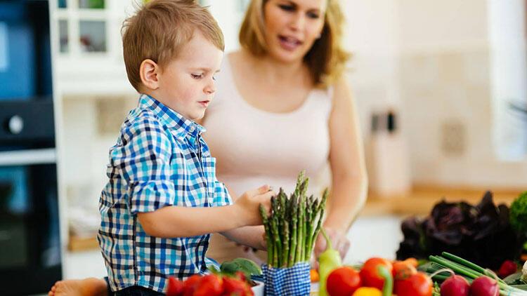 4. Yemek pişirirken ve market alışverişi yaparken onları dahil edin