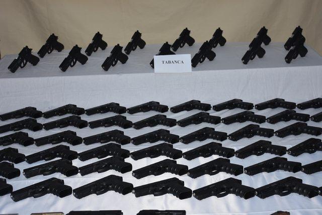izmirde-kacak-silah-fabrikasina-helikopterli-operasyon-46-gozalti_8496_dhaphoto4