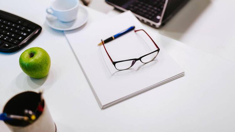 4-Gözlük camlarını günde 2 kez sıvı sabun ile yıkayın