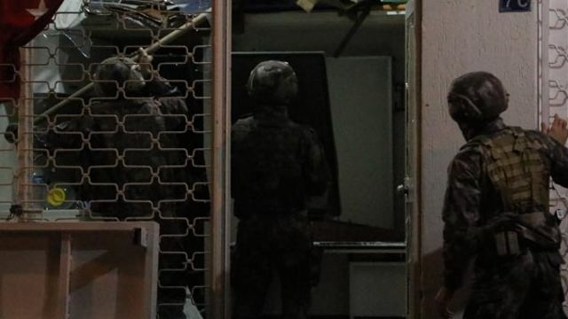 polise-direnen-hirsiza-ozel-harekat-mudahale-etti--13204701