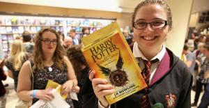 Harry Potter ve Lanetli Çocuk, İngiltere'de satışa çıktı!