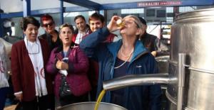 Canan Karatay bir bardak dolusu zeytinyağını lıkır lıkır içti