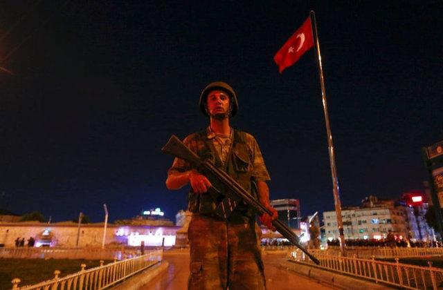Darbe Girişimi Sonrası Halk 81 İlde Sokağa Döküldü