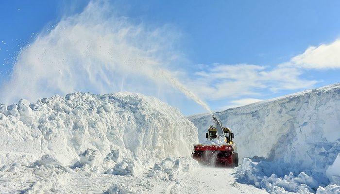 10 metreyi aşan karda köylere ulaşmaya çalışılıyor