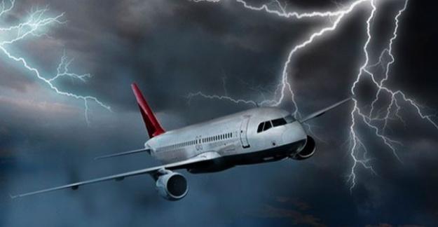 İzmir - İstanbul Uçağına Yıldırım Çarptı!