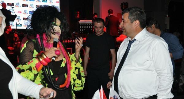 Cengiz Kurtoğlu ve Bülent Ersoy ile oryantal Asena aynı sahnede