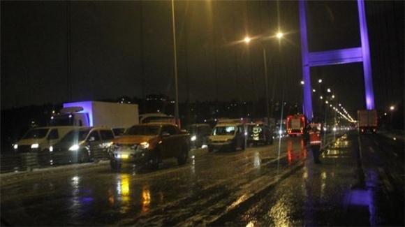 Fatih Sultan Mehmet Köprüsünde bomba yüklü araç!!