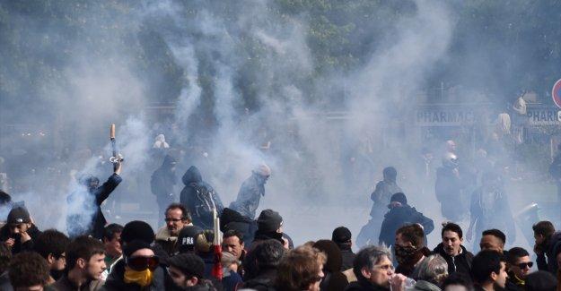 Fransa'da eylemciler ile polis arasında çatışma çıktı!
