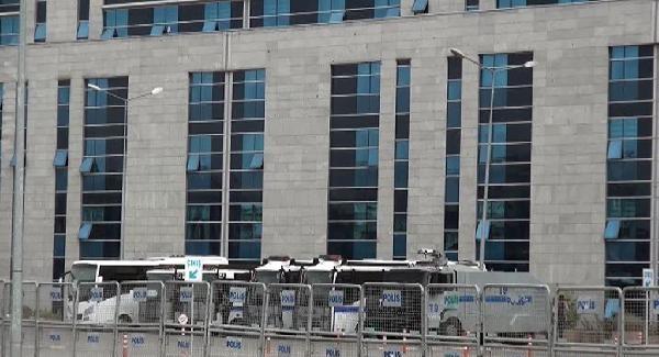 Bank Asya Çalışanları Adliye'de