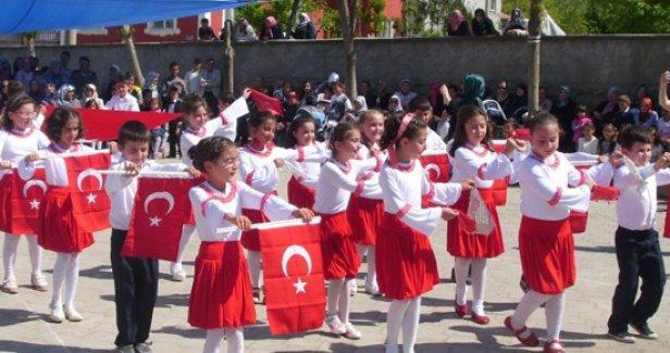 İzmir'de, 23 Nisan Ulusal Egemenlik ve Çocuk Bayramı Şenliği
