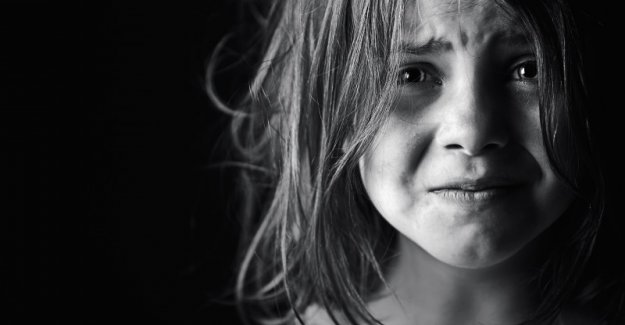 Kız öğrenciye istismarda bulunan kadın öğretmen