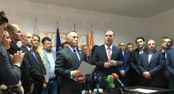 Kosova'da iki muhalefet partisi seçim öncesi koalisyon imzaladı