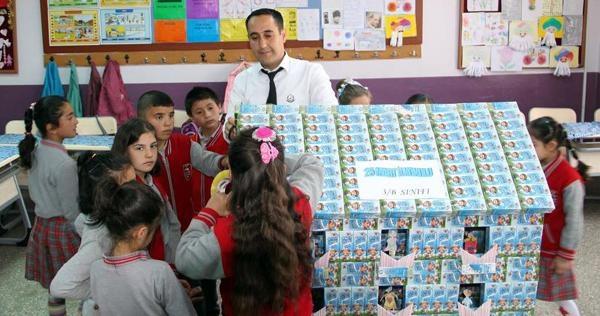 Öğrencilerden süt kutularından maket
