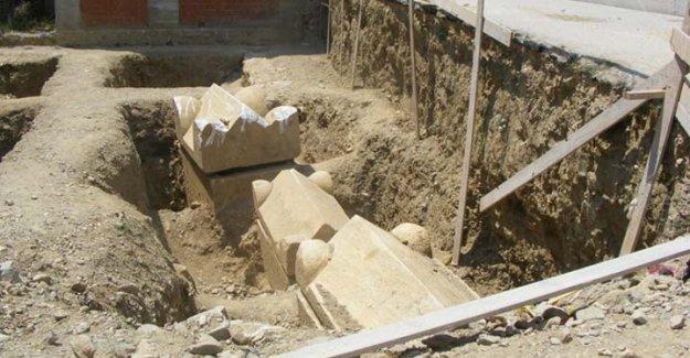 Sakarya'da 2 bin yıllık mezar taşı