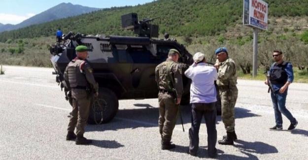 Soma'da yola tuzaklanan 2 bomba teröristler tarafından patlatıldı:1 Er Yaralı
