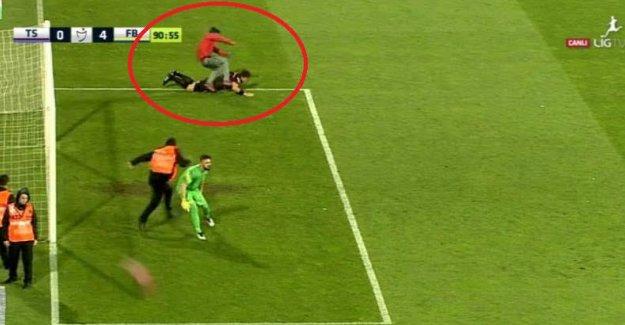 Trabzonspor taraftarı hakemi dövdü