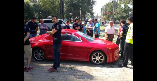 Üniversite öğrencilerinin yaptığı araba 'komşu' da tanıtıldı