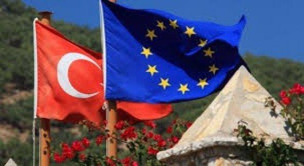 AB Türkiye ile vize muafiyeti iptali ihtimalini görüşüyor