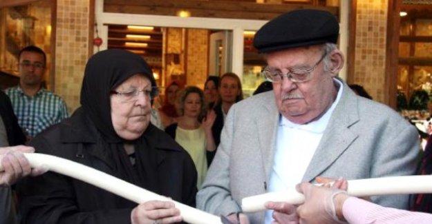 Açılışta Kurdele Yerine Peynir Kestiler