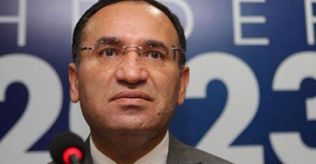 """Adalet Bakanı Bekir Bozdağ: Açık cezaevinden kaçmak """"firar"""" etmek sayılmaz"""