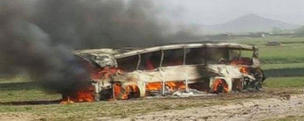 Afganistan'da otobüs alev aldı, 73 ölü