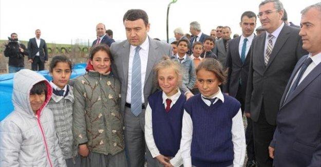 Ağrı valisi HDP'li vekilleri ağır sözler sarf etti