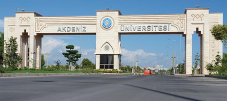 Akdeniz Üniversitesi'nde yolsuzluk iddiasıyla 75 kişi tutuklandı