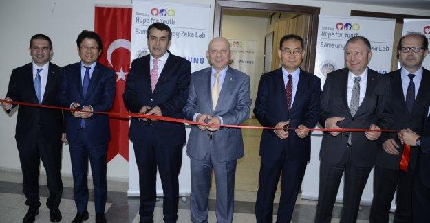 """Ankara Üniversitesi'nde """"Samsung Yapay Zeka Laboratuvarı"""" açıldı"""