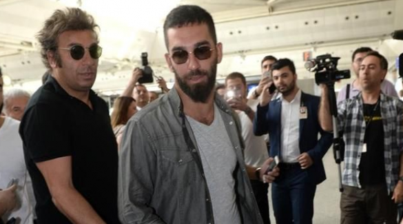 Arda Turan, Barcelona'dan ayrılacak mı? Menajeri açıkladı