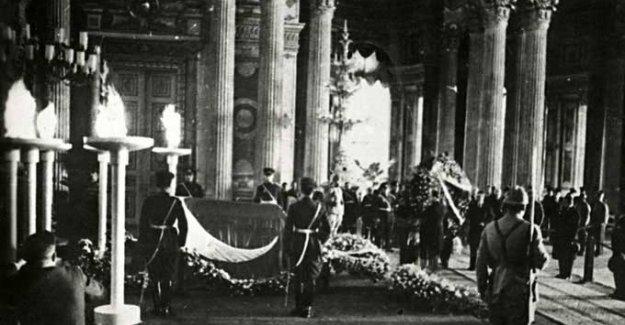 Atatürk'ün cenaze fotoğrafları satışa sunulacak