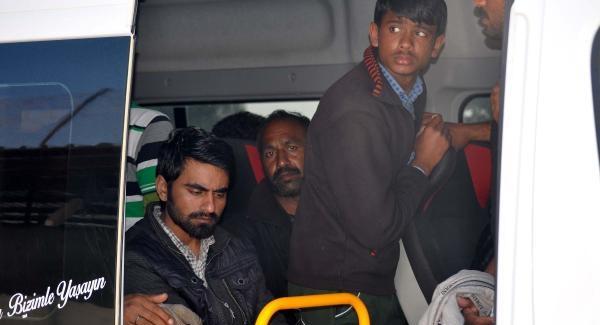 Ayvacık'ta 23 Mülteci Yakalandı !