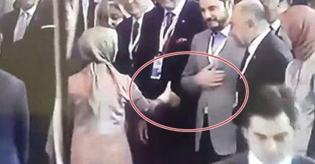 Bakan Berat Albayrak, Sare Davutoğlu'nun elini havada bıraktı