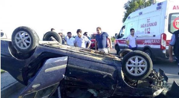 Balıkesir Edremit'te takla atan otomobilde sıkışan 2 kişi yaralandı