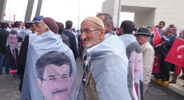 Başbakan Davutoğlu, memleketi Konya'da coşkuyla karşılandı