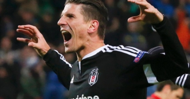 Beşiktaş şampiyonluğa uçuyor, Galatasaray'ı devirdi