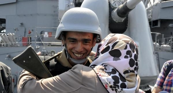 """Donanma Komutanlığı'nda nöbet tutan askerlere """"Anneler Günü"""" sürprizi"""