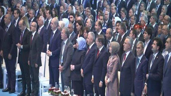 Erdoğan mesaj gönderdi, tüm salon ayakta dinledi
