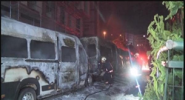 Eyüp'te park halindeki 4 servis minibüsü kundaklandı