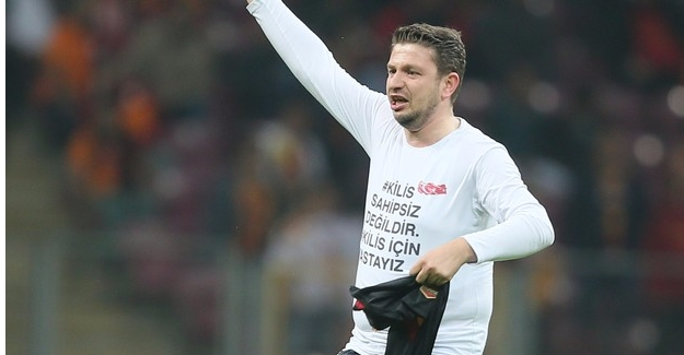 Galatasaray-Beşiktaş Derbisinde Sahaya taraftar İndi