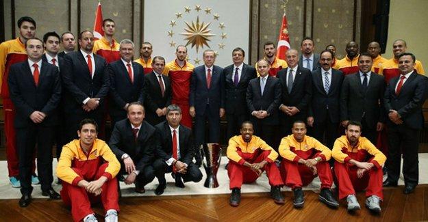 """Galatasaray, """"Saray"""" ziyaretinde bulundu"""