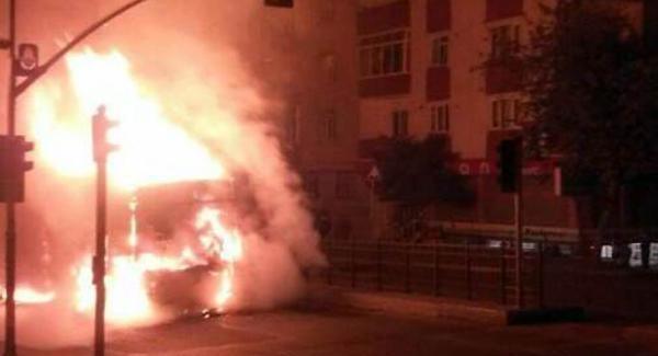 Gaziosmanpaşa'da Gösteri Yapıp Araç Yakan 2 Kişi Yakalandı