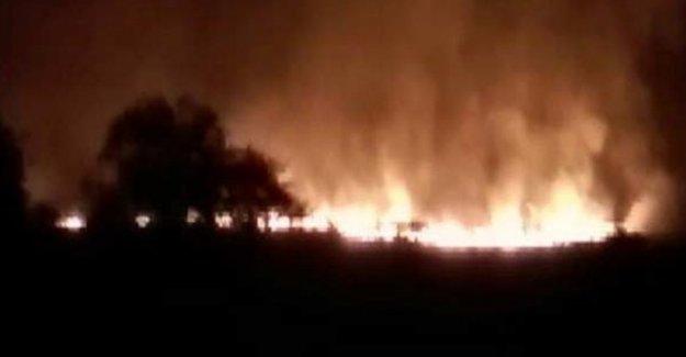 Hindistan'da cephanede yangın çıktı
