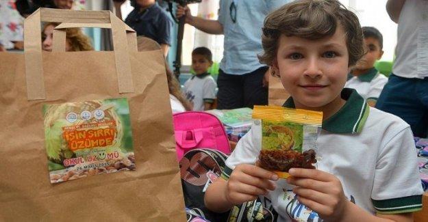 İlköğretim öğrencilere kuru üzüm dağıtımına başlandı